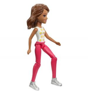 Кукла  В движении шатенка белой футболке Barbie