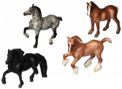 Набор из 4-х лошадей Нежные великаны Breyer